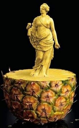 Статуя из ананаса